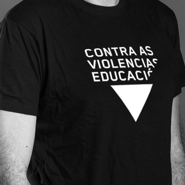 """Camisola """"contra as violencias, educación"""""""